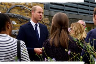 Prince William Shares Touching Photo Of Princess Diana Helping The Homeless